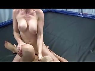 Wrestling sex con lesbianas guarrillas