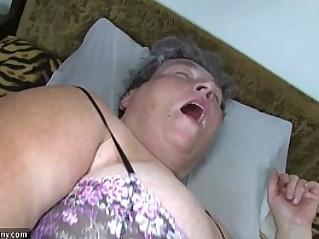 Old chubby mom teaches her chubby woman masturbating use dildo